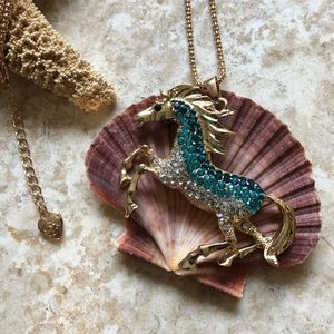 [NWOT] Betsey Johnson Blue/White Bronco Necklace